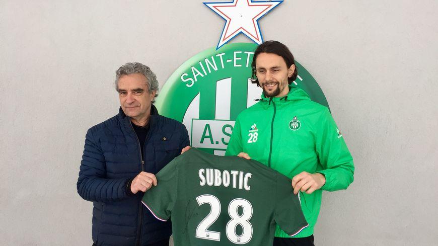 Le défenseur serbe Neven Subotic avec Dominique Rocheteau lors de sa première conférence de presse