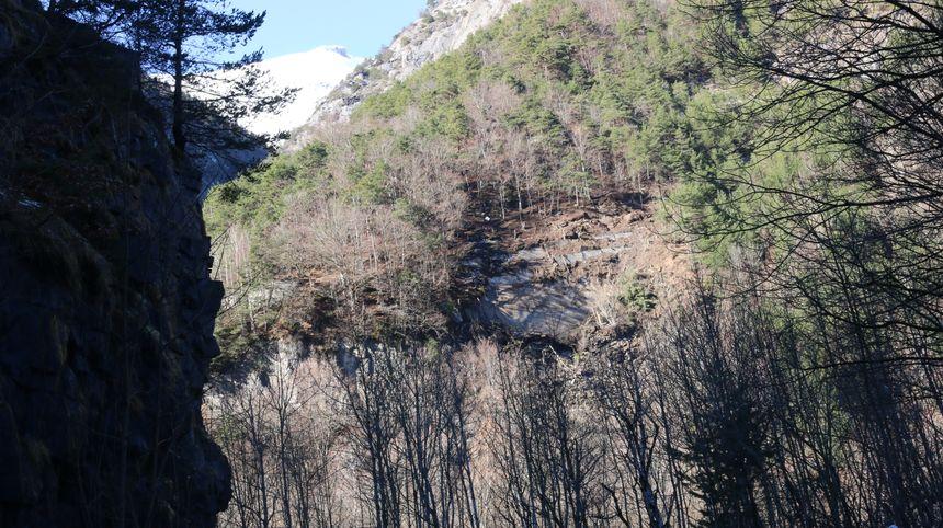 La falaise avant l'explosion.