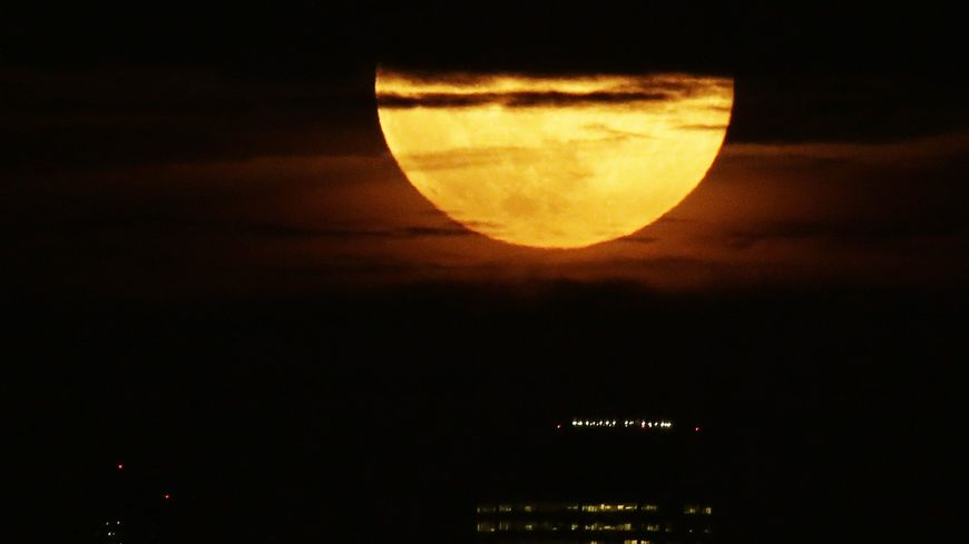 """Une """"super Lune"""" en 2016."""