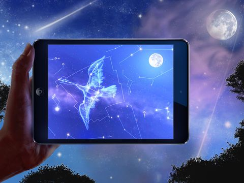 L'application Carte du Ciel permet de visualiser en réalité augmentée les constellations en pointant son smartphone ou sa tablette vers le ciel