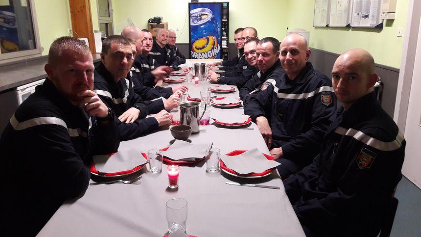 Escargots, foie gras, et une petite coupe de champagne pour les pompiers de Cherbourg