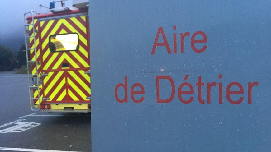 Un sapeur-pompier volontaire a été emporté dans un cours d'eau en portant secours à une famille, près de la commune de Détrier, à la limite Isère-Savoie.
