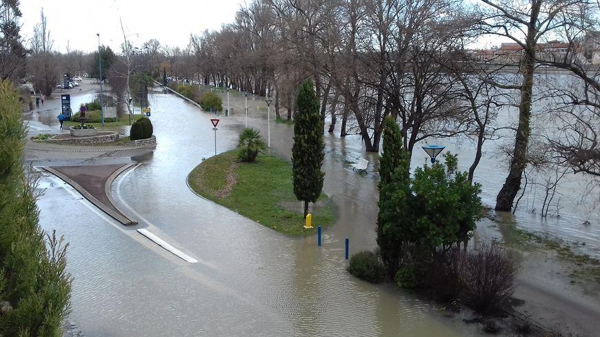 Le Rhône est sorti de son lit à Guilherand-Granges, tout près de la clinique Pasteur