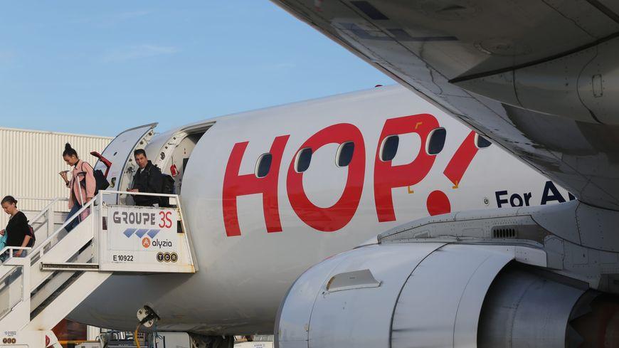 Un avion Hop à l'aéroport de Roissy-Charles-de-Gaulle