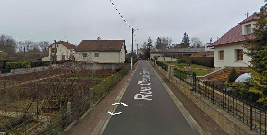 C'est dans cette rue que se trouvait le pavillon du père
