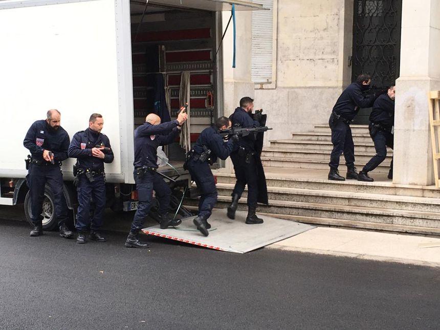 Soixante-dix policiers et CRS ont été mobilisés