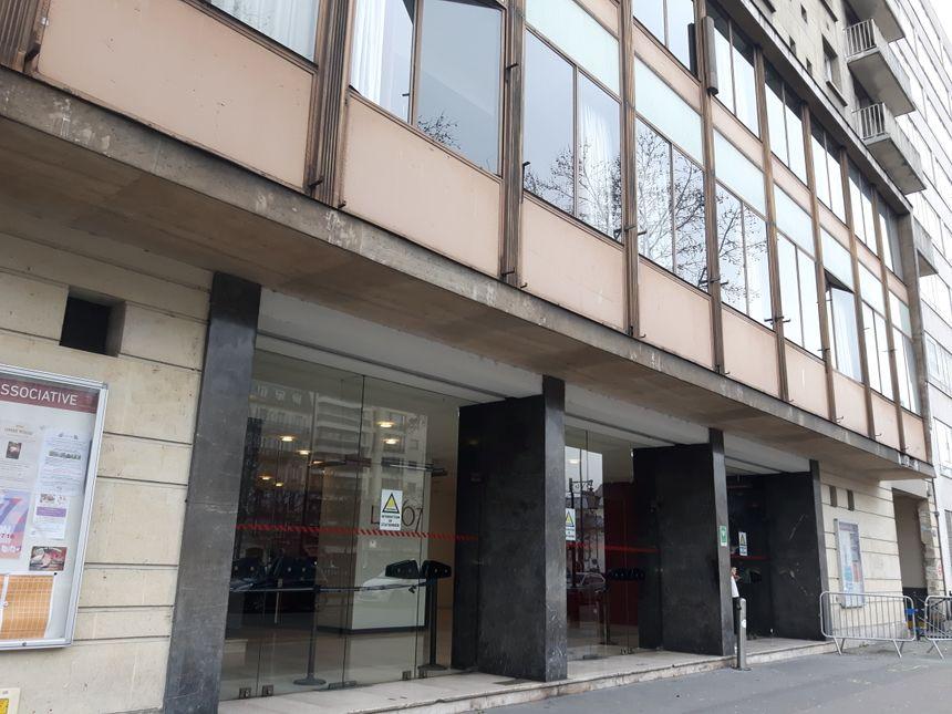 Le théâtre 167 de Neuilly a déprogrammé ses activités pour héberger les 50 sans-abris de la péniche de l'Armée du Salut