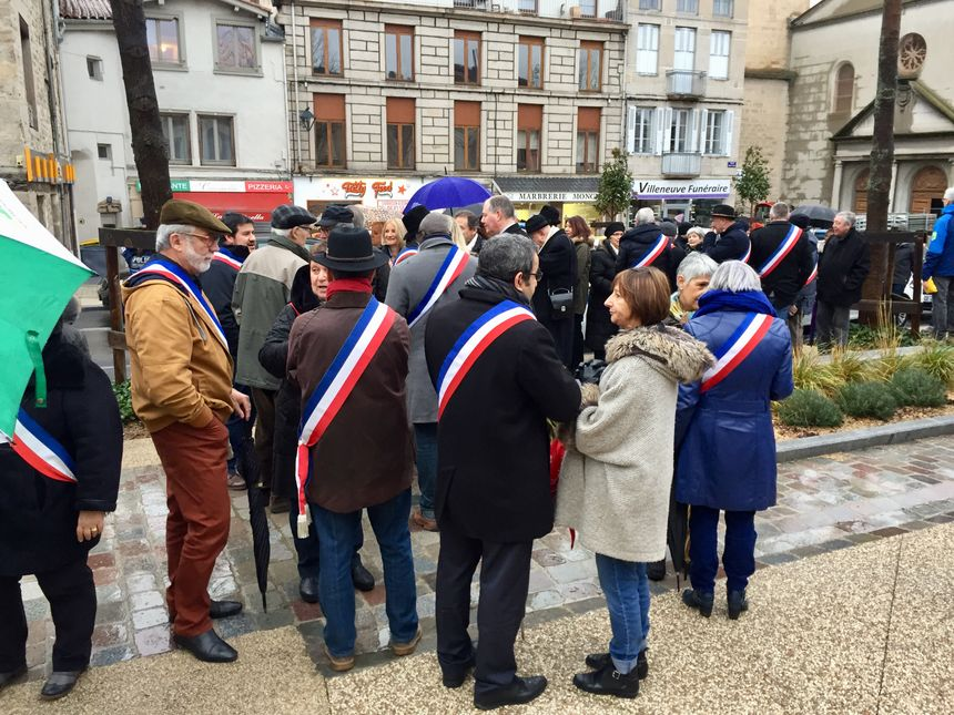 La plupart des maires du Pays du Gier ont participé à la manifestation à Saint-Chamond