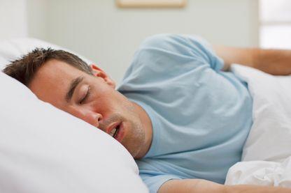 Les gens qui parlent en dormant ne disent pas que des jolies choses