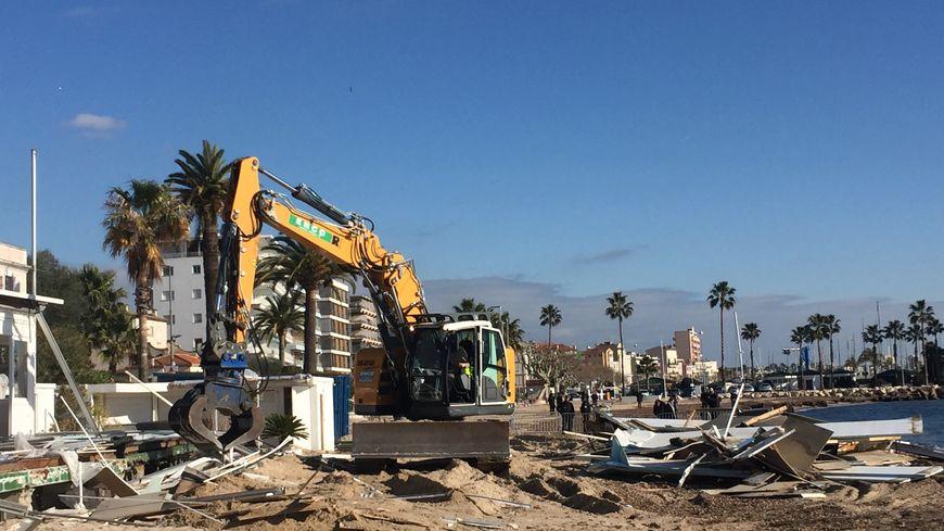 La démolition des établissements de plage à Vallauris Golfe Juan a débuté mercredi