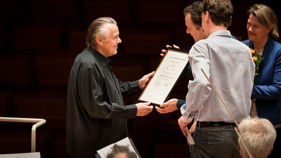 Le 24 janvier 2018, Mariss Jansons se voit remettre la distinction de membre honoraire de l'Orchestre philharmonique de Berlin