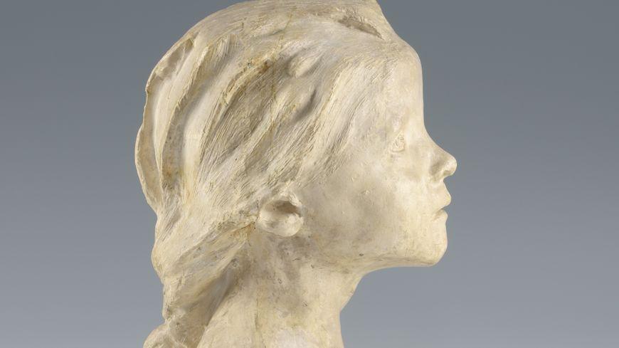 Camille Claudel, La Petite Châtelaine à la natte courbe, plâtre non signé. Dépôt d'un collectionneur au musée de Roubaix en 2018.