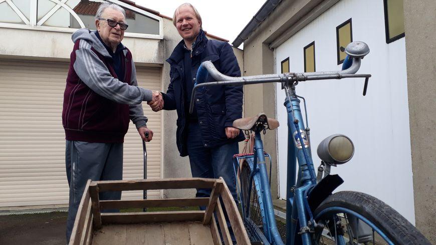 A 85 ans, Roland Lesage a fait don de la bicyclette de sa mère... et de sa remorque !