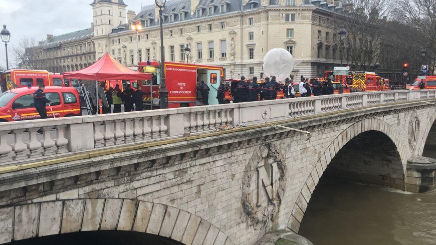 Un important dispositif a été mis en place dans le secteur de l'île de la Cité à Paris