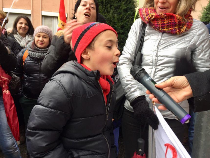 Même les enfants ont donné de la voix pour soutenir la maternité de Saint-Chamond