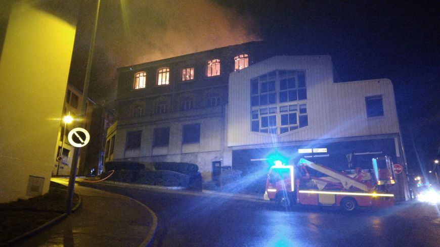 Le feu a pris vers 18h sur les hauteurs du Crêt de Roch