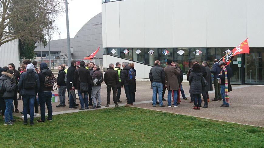 Manifestation des enseignants et personnels du lycée Hyppolite devant le rectorat de Dijon