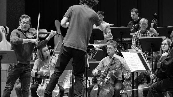 Renaud Capuçon et le Chamber Orchestra of Europe jouent la Sérénade de Bernstein et la 5e Symphonie de Beethoven