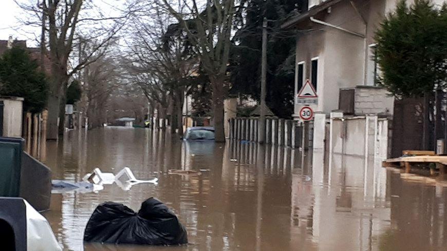 Comme à Villeneuve-Saint-Georges, des habitants sont évacués à Joinville-le-Pont.
