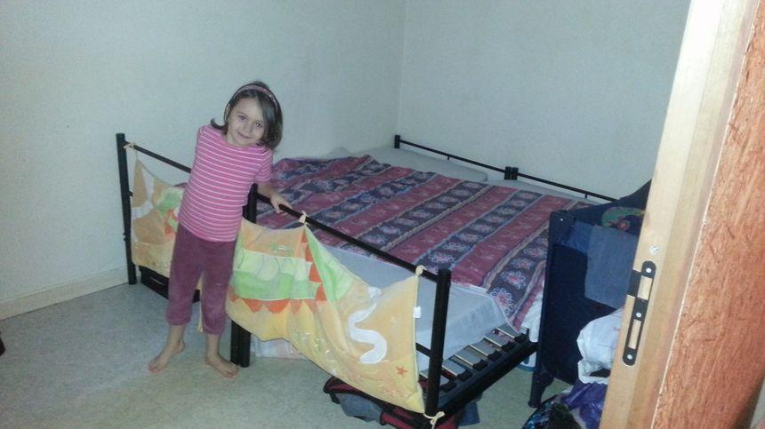 Un seul lit pour les chambres parentales.