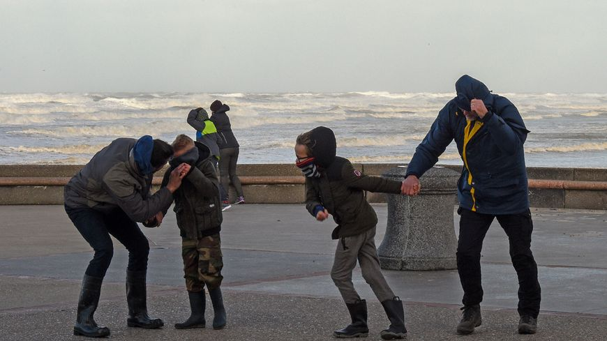 La tempête a soufflé avec des vents dépassant les 140km/h en début de journée