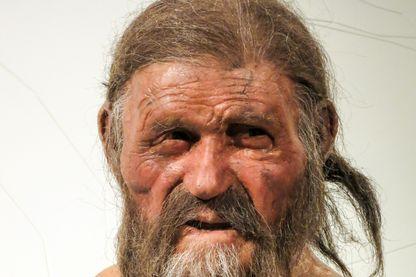 Reconstitution d'Ötzi au musée d'archéologie du Tyrol du Sud à Bolzano en Italie en février 2015.