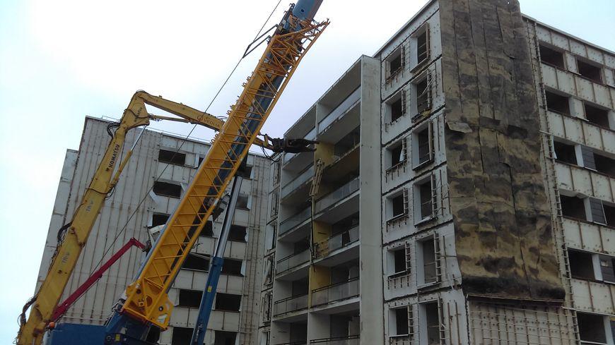 La démolition de l'ancien immeuble des gendarmes ru Ponthieu dans le quartier des Provinces