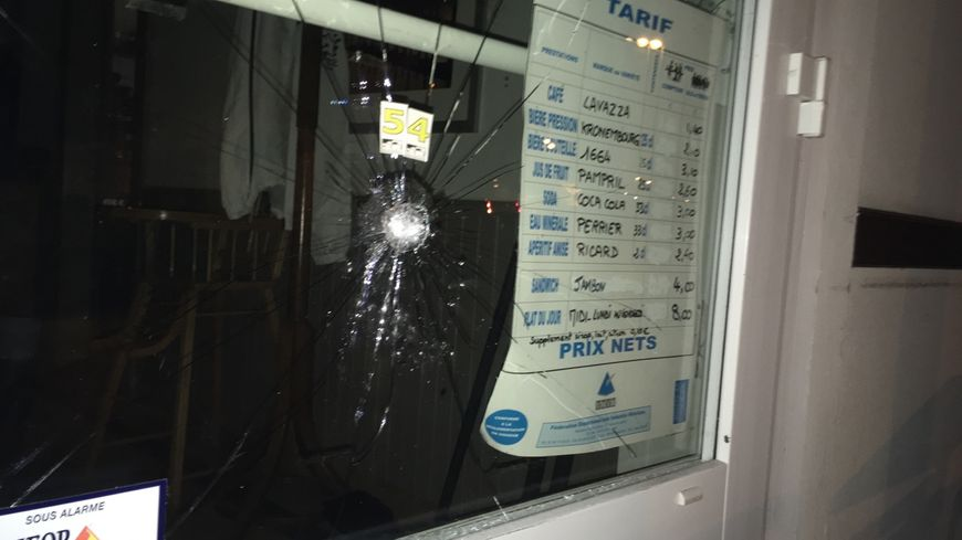 """Le client de """"la Côte d'Argent"""" a tiré plusieurs coups de feu notamment sur la devanture de l'établissement de Seignosse"""