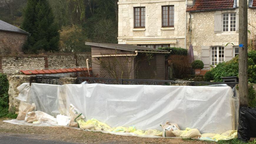 Les habitants des bords de Seine se préparent à la crue