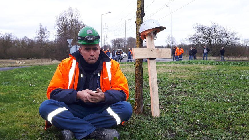 les salariés d'ascoval ont bloqué une partie de la journée le rond point de Saint Saulve