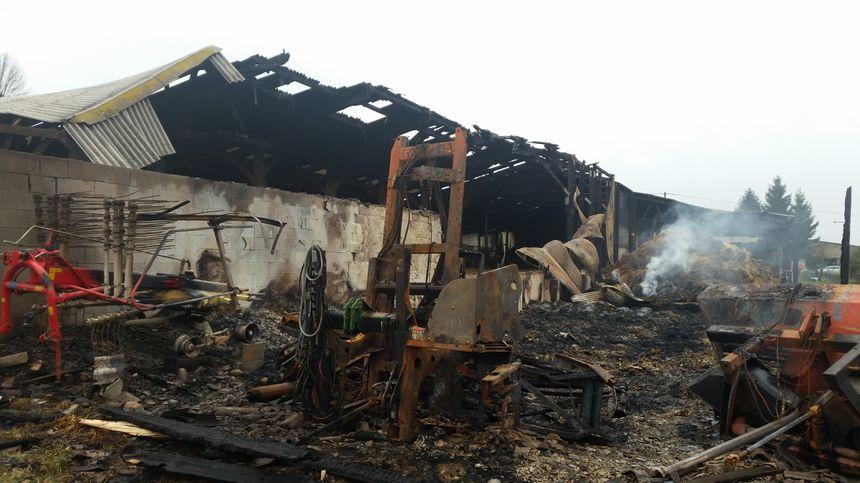 Parmi les dégâts, une partie des bâtiments agricoles et du matériel.