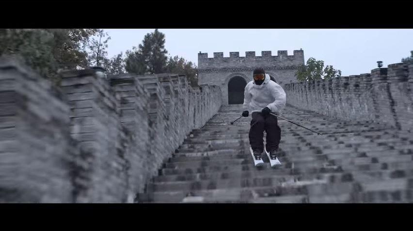 Skier dans les escaliers de la Grande muraille de Chine, c'est possible pour Candide Thovex