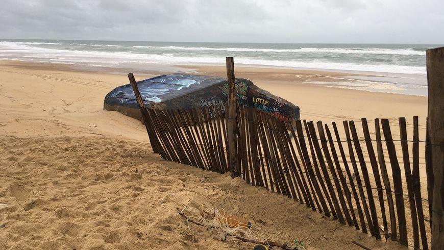 Les tempêtes ramènent des déchets sur les plages du littoral.