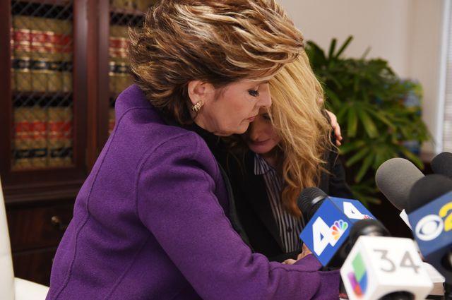 Gloria Allred  et Summer Zervos (à droite), l'une des victimes présumées de Donald Trump, à Los Angeles en novembre 2016.