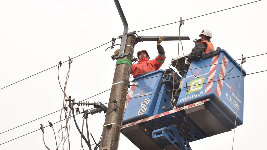 Des fils electriques tombés à terre dans le Var à cause de la tempête Eléanor