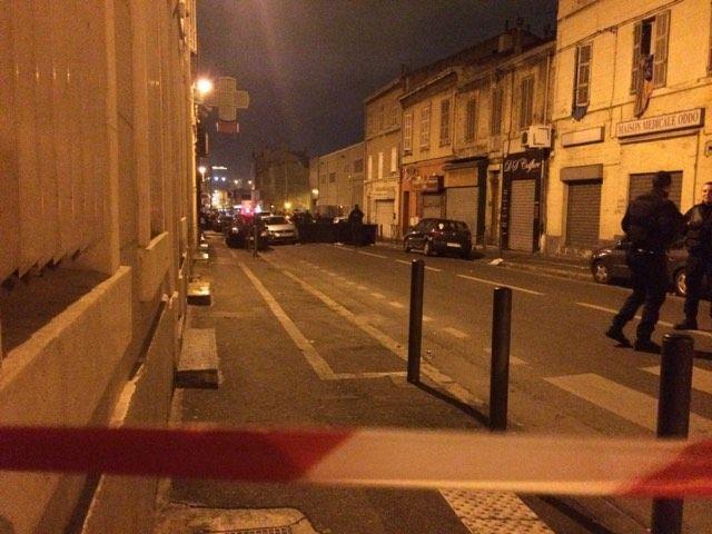 La quartier est bouclé par la police, même pour les habitants du boulevard.