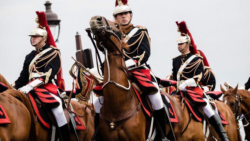 C'est un cheval typique de la Garde républicaine qu'Emmanuel Macron va offrir au président chinois.