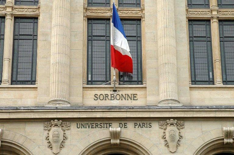 Détail de la façade de l'université de la Sorbonne, à Paris.