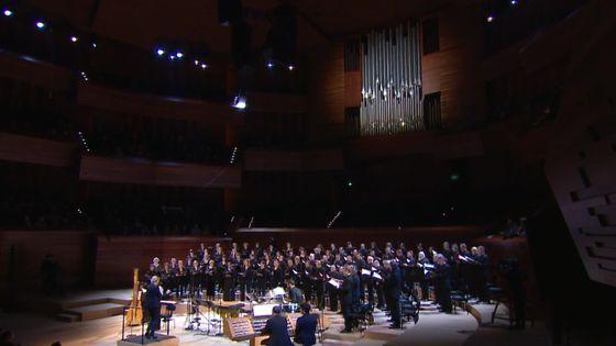 Sofi Jeannin dirige le Choeur et la Maîtrise de Radio France dans les Chichester Psalms de Bernstein