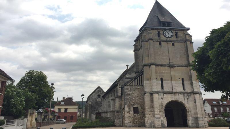 L'église de Saint-Étienne-du-Rouvray où le père Jacques Hamel a été égorgé par deux terroristes de l'organisation État islamique le 26 juillet 2016.