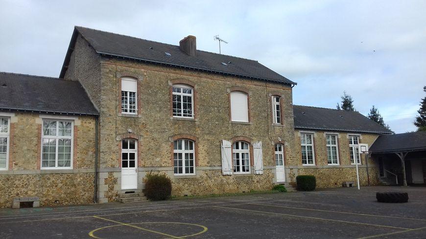 La petite école de la Rouaudière compte deux classes, une de maternelle et une de primaire.