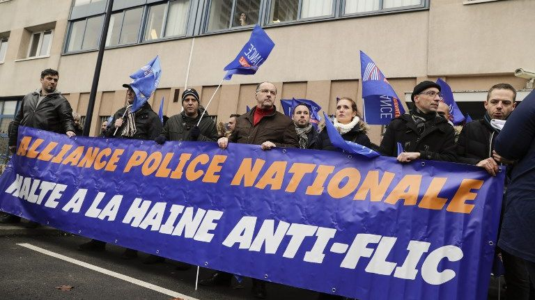Les policiers étaient réunis devant le commissariat de Champigny-sur-Marne