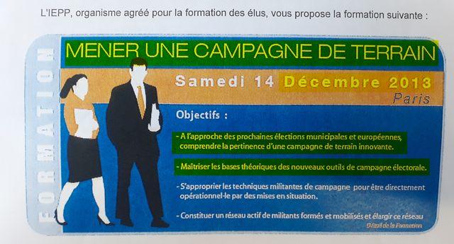 Dans les catalogues de formation à destination des élus, on trouve des sessions intitulées « Mener une campagne de terrain » ou encore « Objectif municipales ».