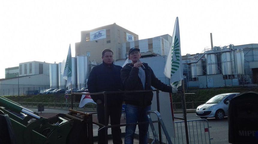 Prise de parole de la FDSEA devant l'usine de Craon