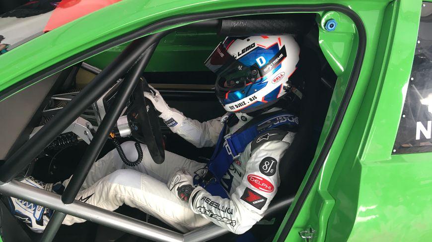 Nicolas Prost au volant de sa voiture de course électrique