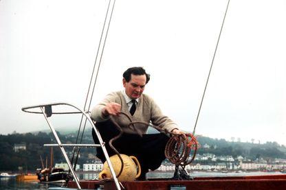 "Donald Crowhurst à bord de son bateau ""Teignmouth electron"" en 1968"