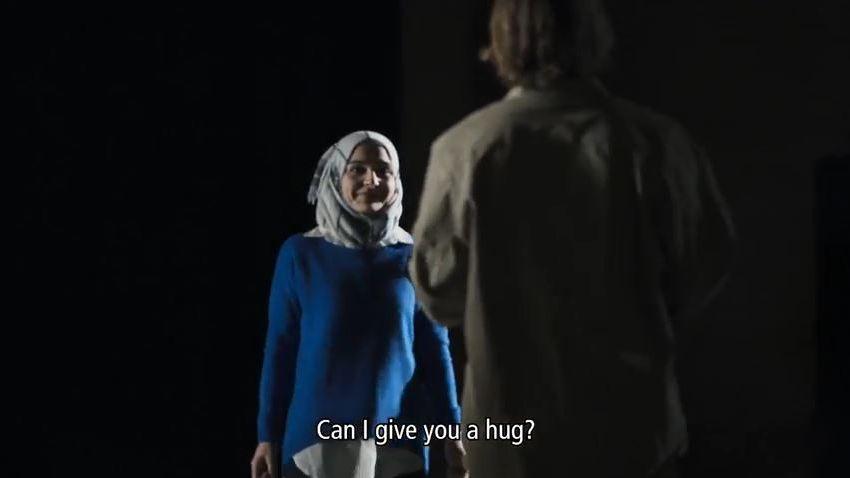 """""""Puis-je te serrer dans mes bras ?"""" Tous les cobayes sont émus de rencontrer Marwa."""