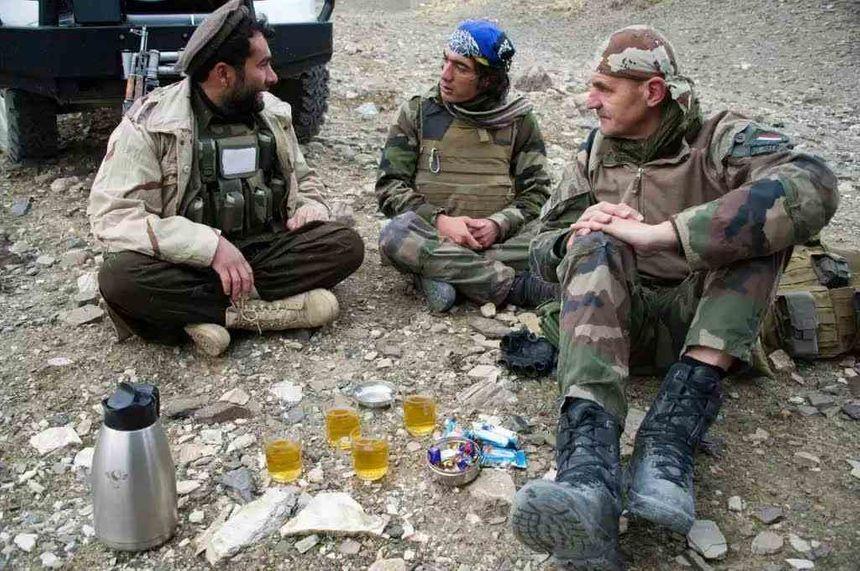 Mohammad Basir Ibrahimi avec les troupes de l'OTAN - Aucun(e)