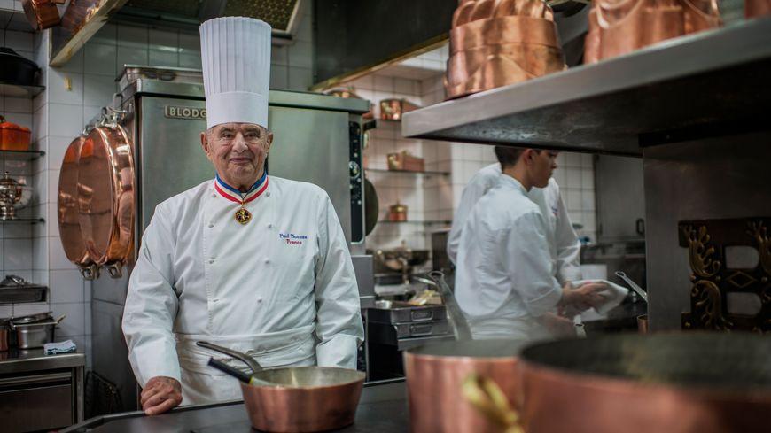 """Paul Bocuse, """"pape de la gastronomie"""", détenait trois étoiles au Michelin depuis plus de 50 ans."""