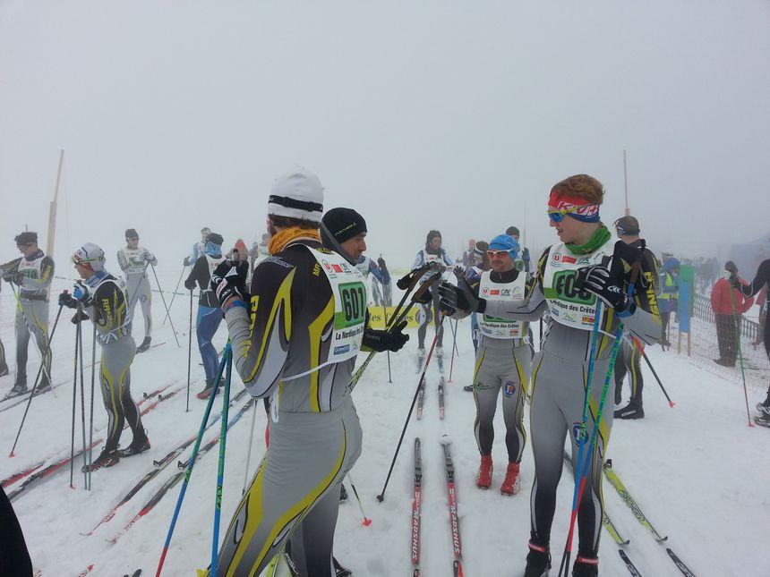 Les skieurs avant le départ